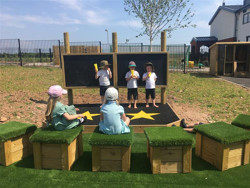 playground equipment for expressive arts