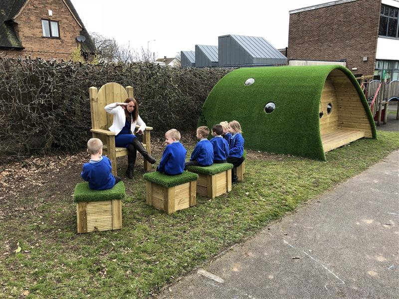 outdoor reading area for schools