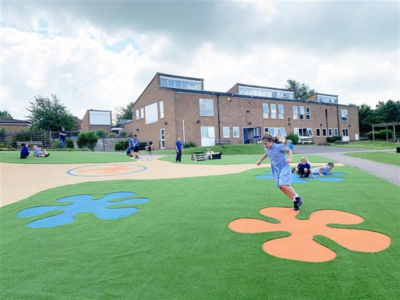 children running on the Wetpour surfacing