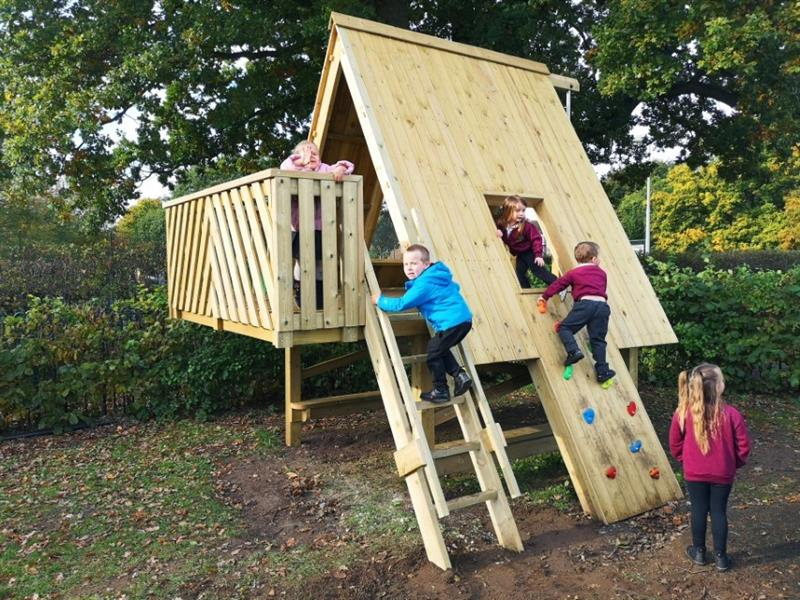Children playing in a Active Tree Top Learning Den