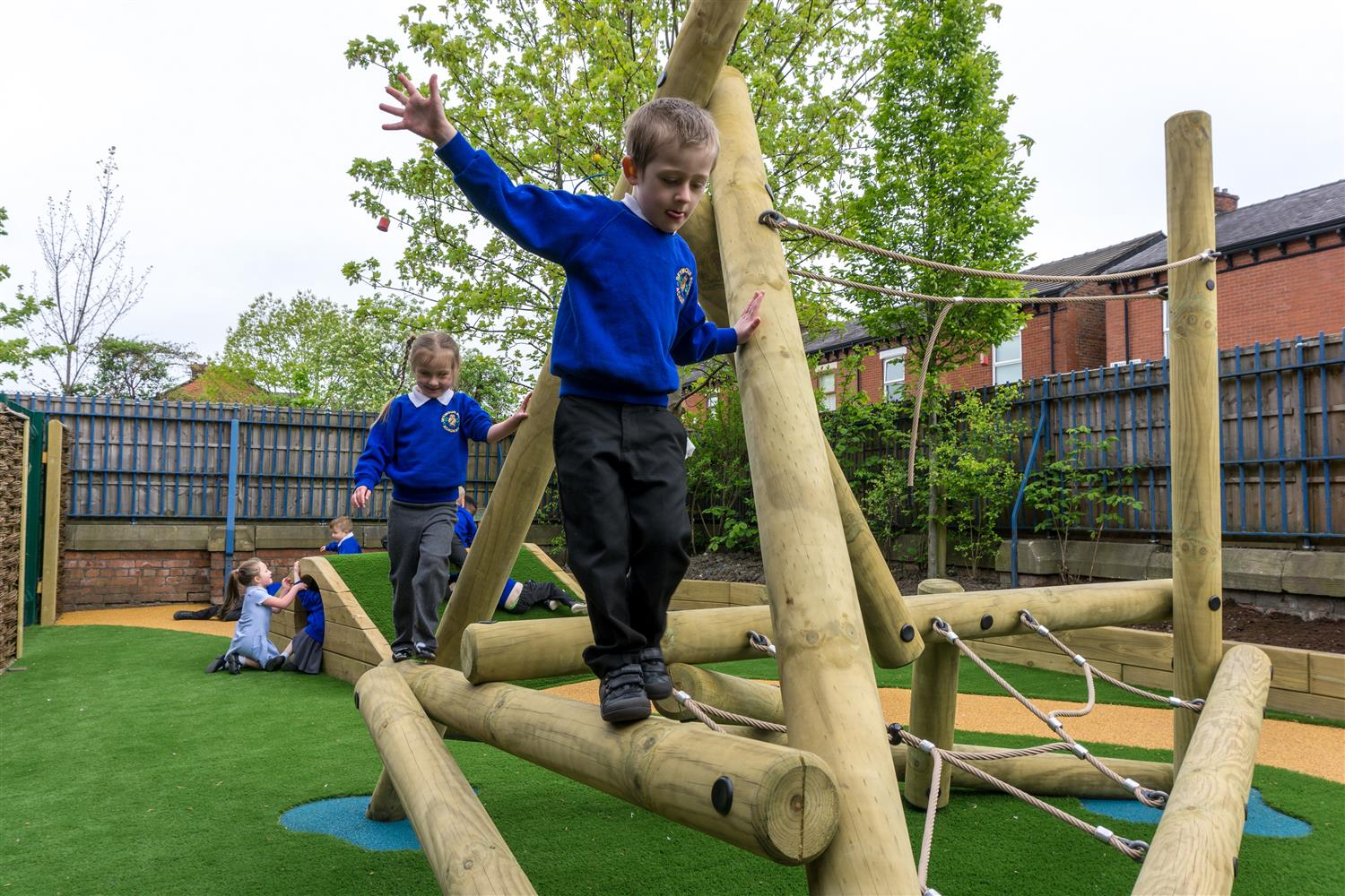 outdoor play builds resilience