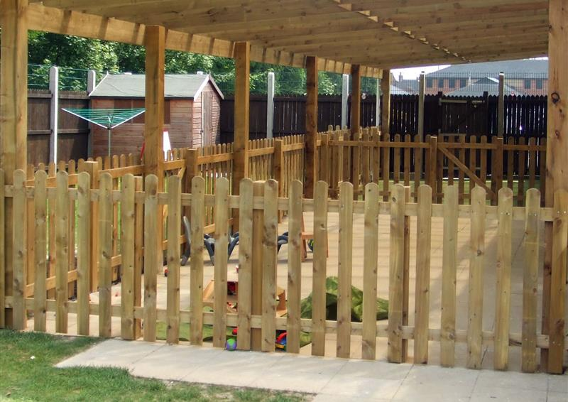 outdoor fencing for schools